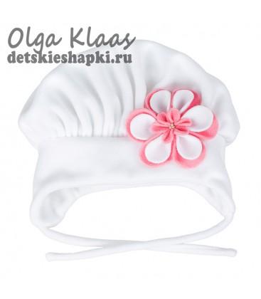 Шапка зимняя с цветком (белая)